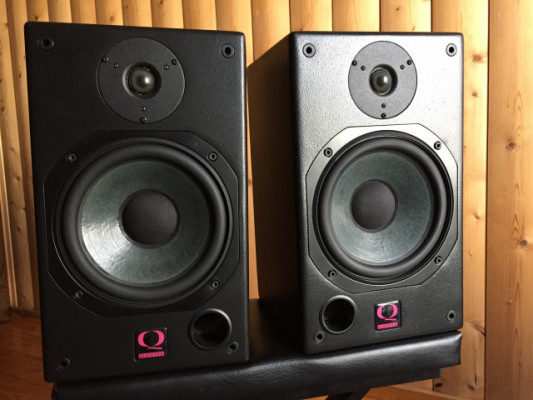 Monitores QUESTED H108