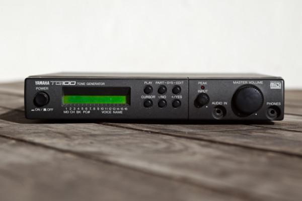 YAMAHA TG-100 Sound Module Tone Generator