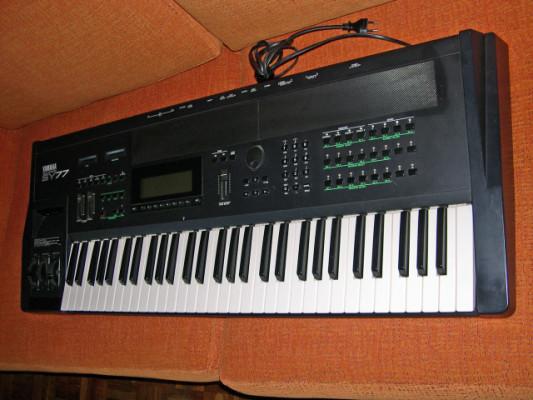 Yamaha SY-77.