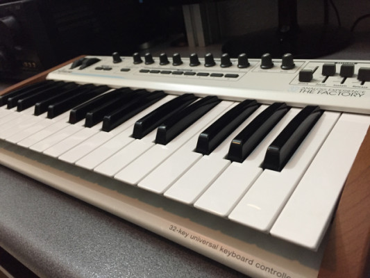 Arturia 32 the factory teclado MIDI