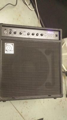 Amplificador bajo AMPEG 75W