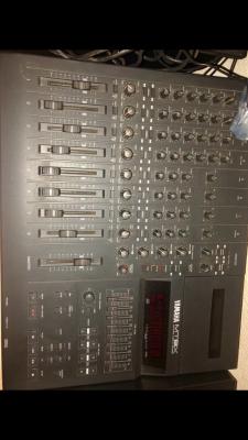 Mesa Yamaha analógica  de Ocho canales
