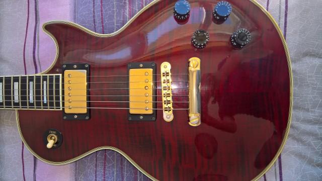 Gibson les paul custom flame top.