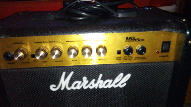 Vendo Marshall MG15CD.