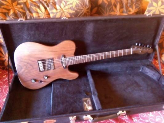 Vendo o cambio . SLS NOIR TELE (Luthier Segundo Lorente) Una Custom Shop brutal! precio de derribo . 1100 e .o cambio