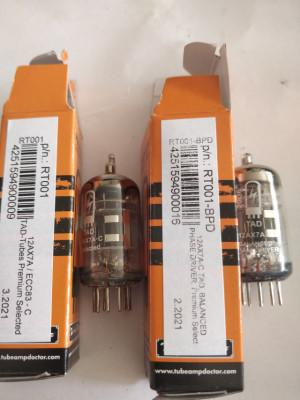 Dos válvulas de previo Tad 12ax7c , una de ellas inversora de fase. X Cable de guitarra o cable de altavoz BUENO