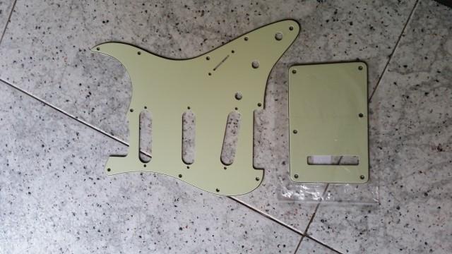Golpeador y tapa para Fender Stratocaster