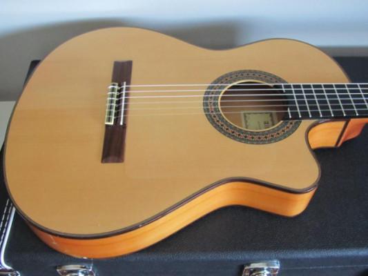 Guitarra Flamenca o Clásica Alhambra cuerpo estrecho