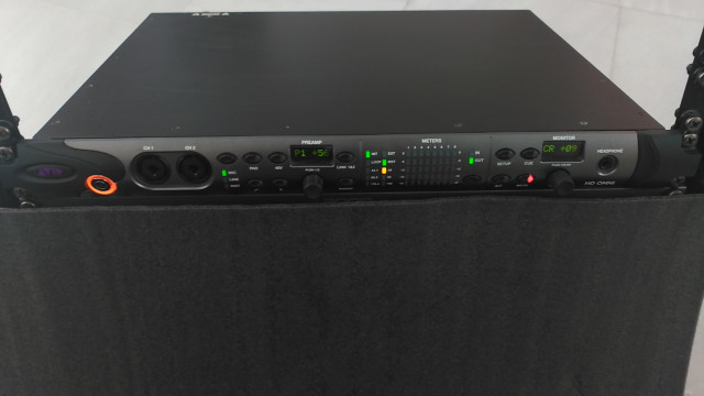 """Interfaz de audio """"todo en uno"""" Avid HD Omni para Pro Tool HD"""