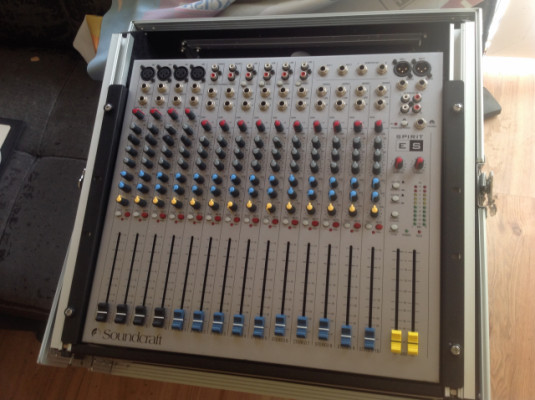 Mesa mezclas soundcraf 10 canales estereos ,2 phonos