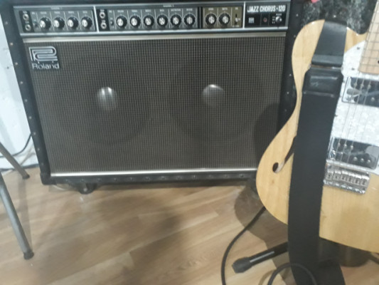 Amplificador Jazz Chorus de Roland 120w Japonez