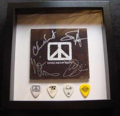 Firmas Joe Satriani, Sammy Hagar, Michael Anthony y Chad Smith
