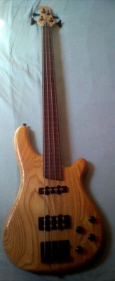 Rochester R-210 NM Fretless (sin trastes)