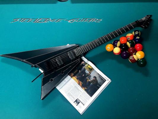 "ESP Aero V Custom Shop Japan Prototype usada por George Lynch en Video Oficial de Ultraphonix ""Walk Run Craw"