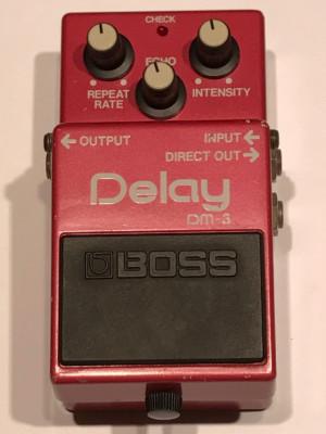 Delay analógico Boss DM-3 de los 80. Crema!!!