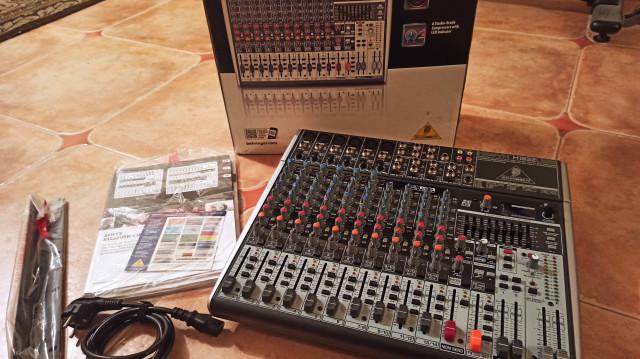 Mesa de mezclas BEHRINGER Xenyx X1832USB