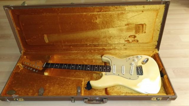 Fender Stratocaster AVRI 62 Olympic White Relic