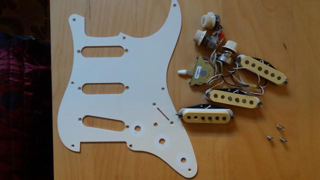 Pastillas y electrónica Stratocaster Vintage 62 Japonesa