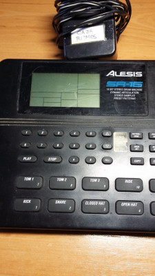 Vendo caja de ritmos Alesis SR-16