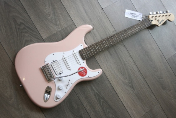 Fender Squier Bullet Stratocaster SHELL PINK Limited Edition HSS. Envío incl
