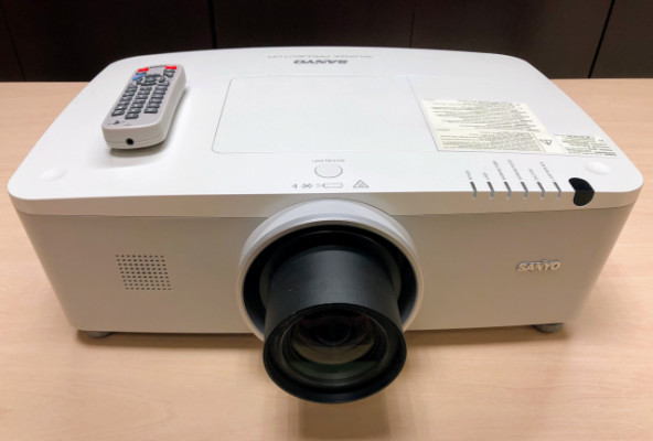 PROYECTOR SANYO PLC-ZM5000L