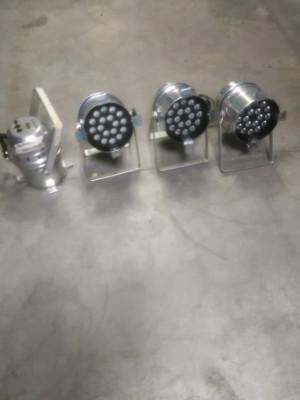 Pequeño material variado de Iluminación. 4 Par led, 2 cegadoras, 1 dimmer +
