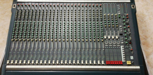 Mesa de mezclas Soundcraft K3+Flightcase