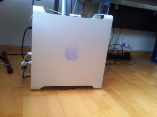Apple MAC PRO 2.66 Dual Core Intel Xeon