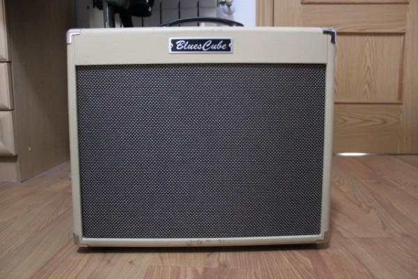 Amplificador Roland Blues Cube Stage