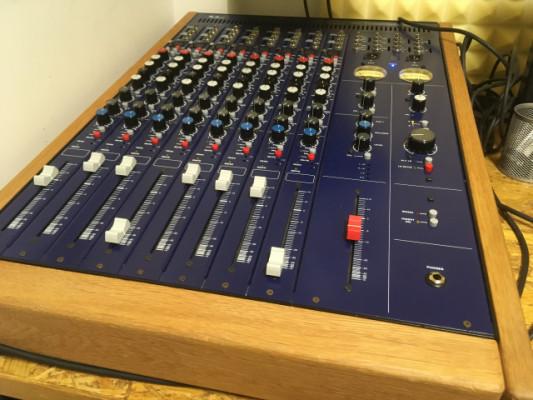 Mesa a válvulas TL Audio M1 8 canales
