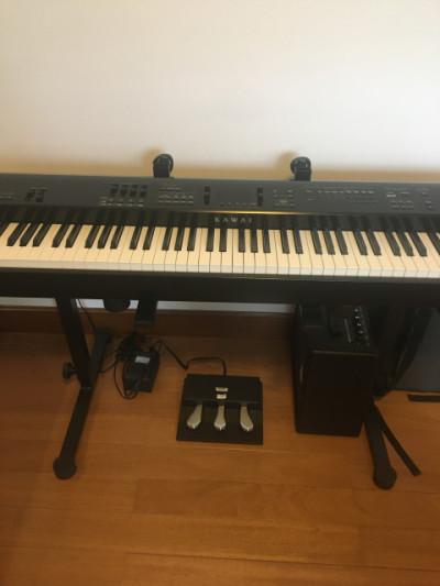 Piano Kawai MP 7 con soporte y flightcase
