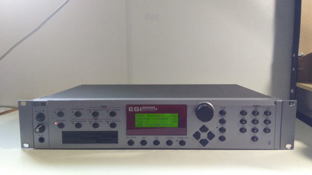 Sampler EMU ESI 2000 32 MB RAM, HD SCSI interno *reservado*