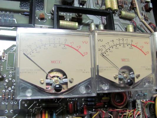2 vúmetros MCI