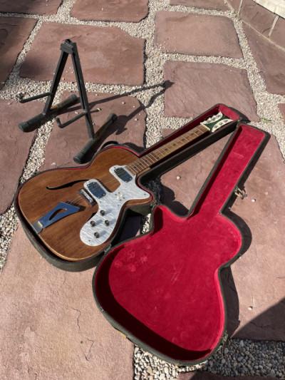 Guitarra Hollow antigua