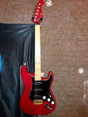 Guitarra Warwick 81, difícil de encontrar.