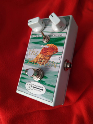 Triton uni-vibe vibrato swirling boutique pedal JCB sounds