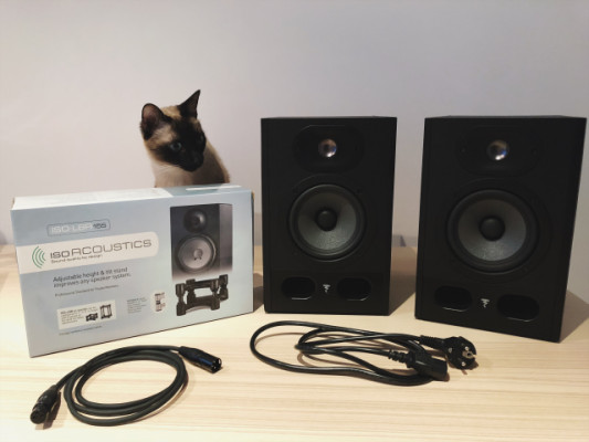 [RESERVADOS]Monitores Focal Alpha 50 + soportes IsoFonics