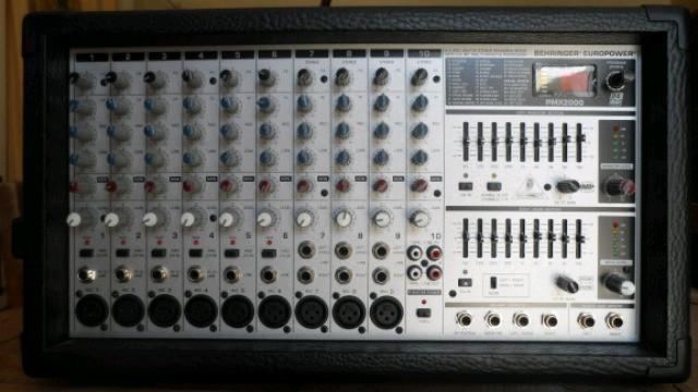 BEHRINGER PMX2000 500W (2X250W)