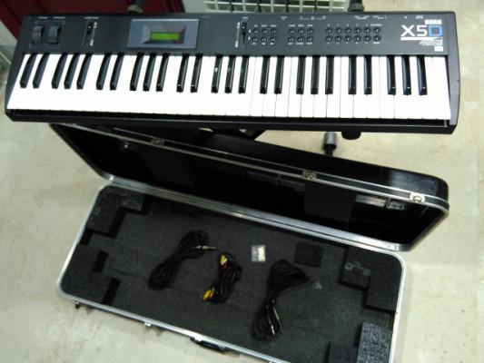 Teclado sintetizador KORG X5D con todos los accesorios