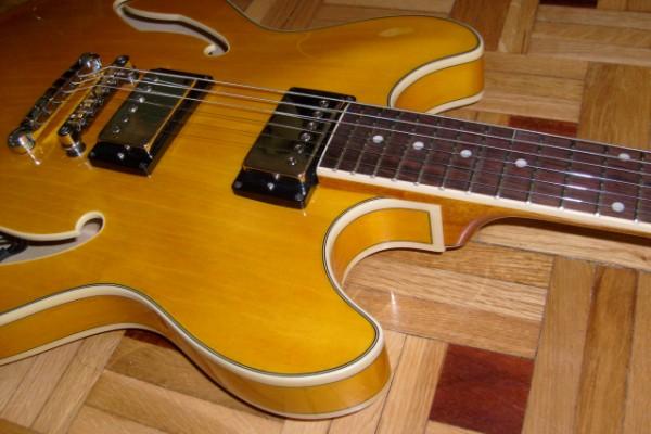 Ibanez AS73 antique amber muy mejorada 335 ES335 jazz con estuche