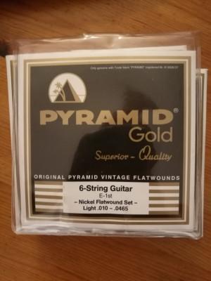Lote Juegos de cuerdas flatwound PYRAMID GOLD .010