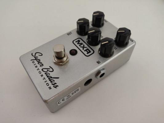 MXR Superbadass Distortion (pedal para guitarra)