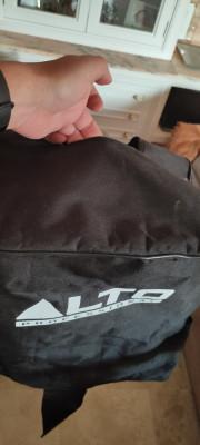 Vendo la funda original protectora para Headrush FRFR-112