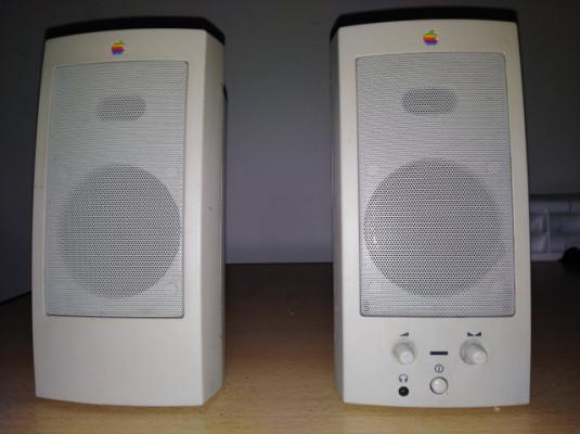Altavoces Apple M6082