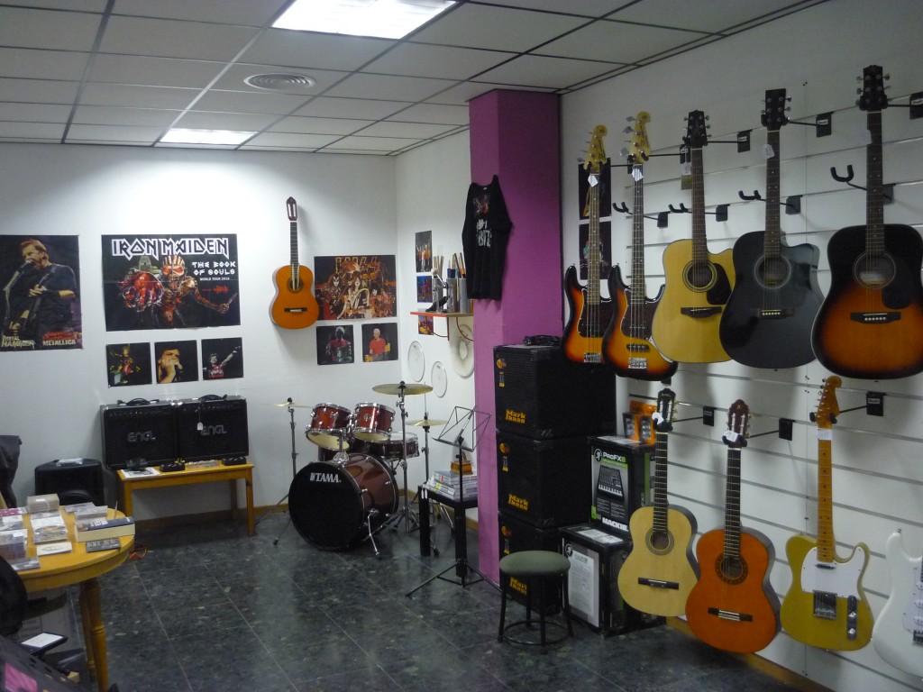 Tabl n locales de ensayo y aulas rompeolas en madrid for Locales de ensayo valencia