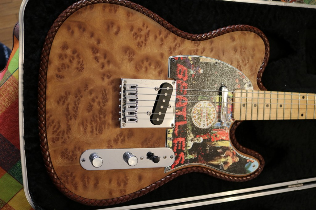 Guitarra tipo telecaster beatles nuevas fotos en for Guitarras barcelona
