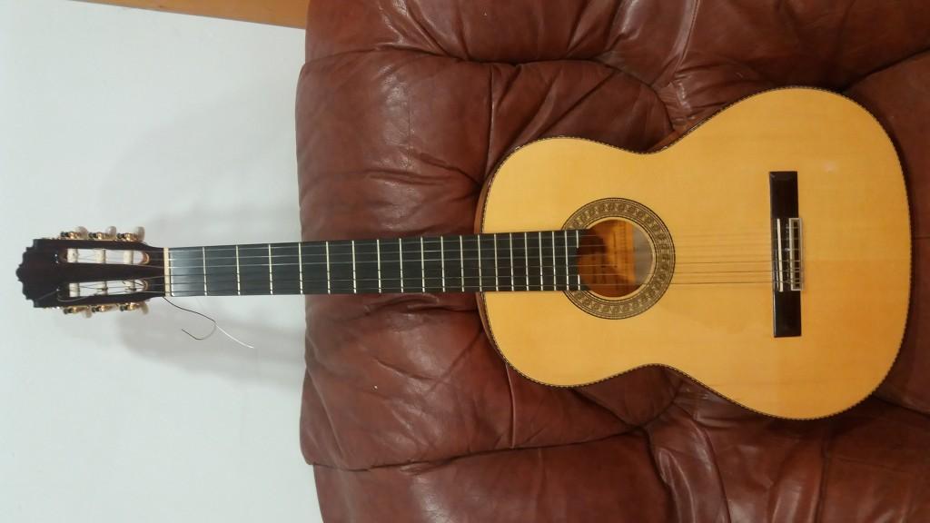 Vendo guitarra flamenca en barcelona hispasonic for Guitarras barcelona