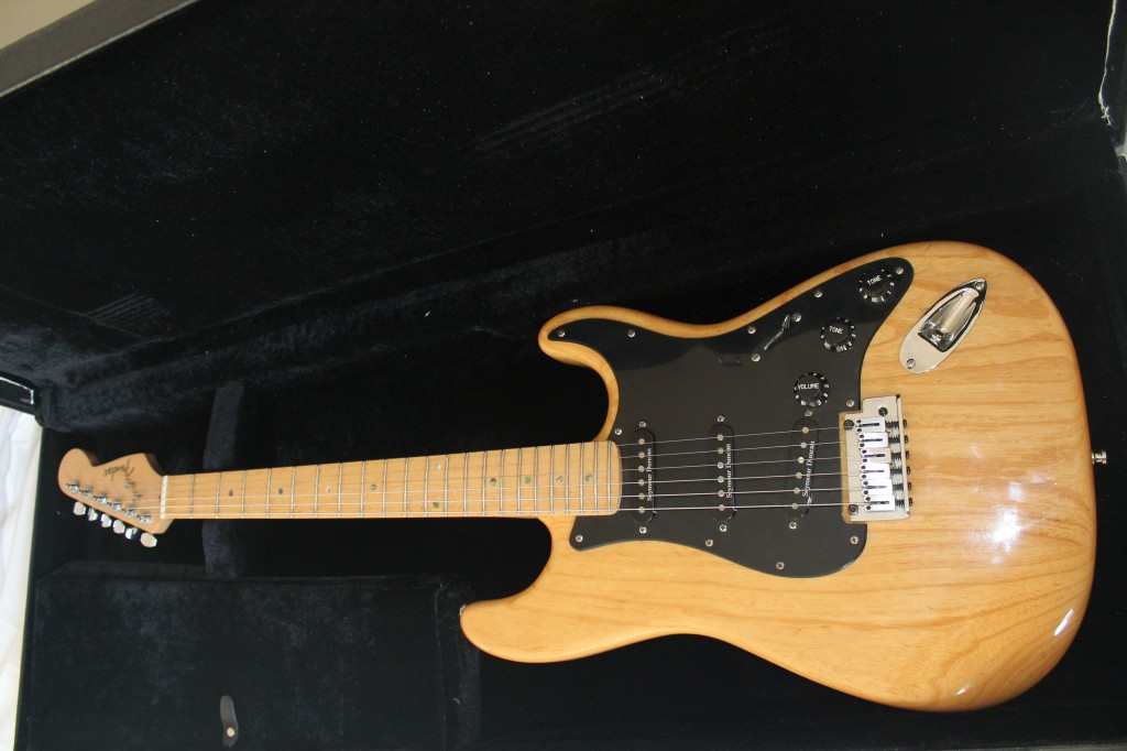 vendo fender stratocaster lite ash en madrid. Black Bedroom Furniture Sets. Home Design Ideas