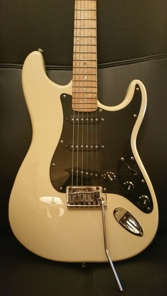 vendo fender stratocaster korean 2004 lite ash en murcia. Black Bedroom Furniture Sets. Home Design Ideas