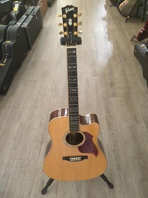 Vendo guitarra ac stica gibson songwriter en barcelona for Guitarras barcelona